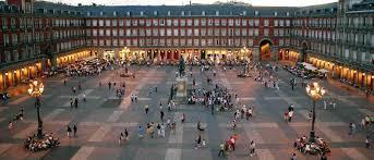 Plaza Mayor de Madrid, muy cerca de las lavanderías express que ofrecen sus servicios a los viajeros de Madrid. Lavandería Opera y Lavandería Antón Martín