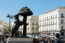 lavandería autoservicio en Madrid centro, junto a la calle Atocha y la estación de Antón Martín. Lava y seca tu ropa junto a tu casa, hotel u hostal en menos de una hora
