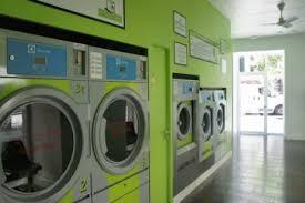 lavandería en el centro de Madrid donde lavar y secar la ropa te lleva menos de una hora.Lavanderúa autoservicio en Madrid